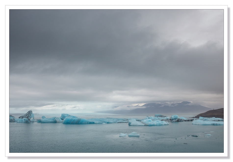 Jökulsárlón, Jokulsarlon, landscape photograph Icebergs floating in the lagoon beneath the Vatnajokull glacier